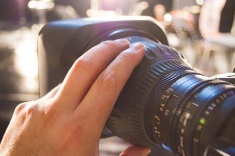 कैमरा लेंस इतने महंगे क्यों हैं?